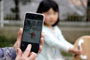 どのくらいの頻度でスマホで写真を撮る? スマホの中に何枚くらい写真が保存されている?