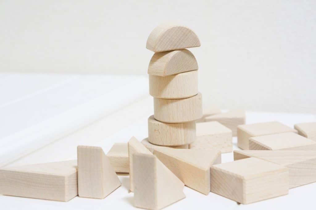 積み木はなぜ知育玩具として人気なの?