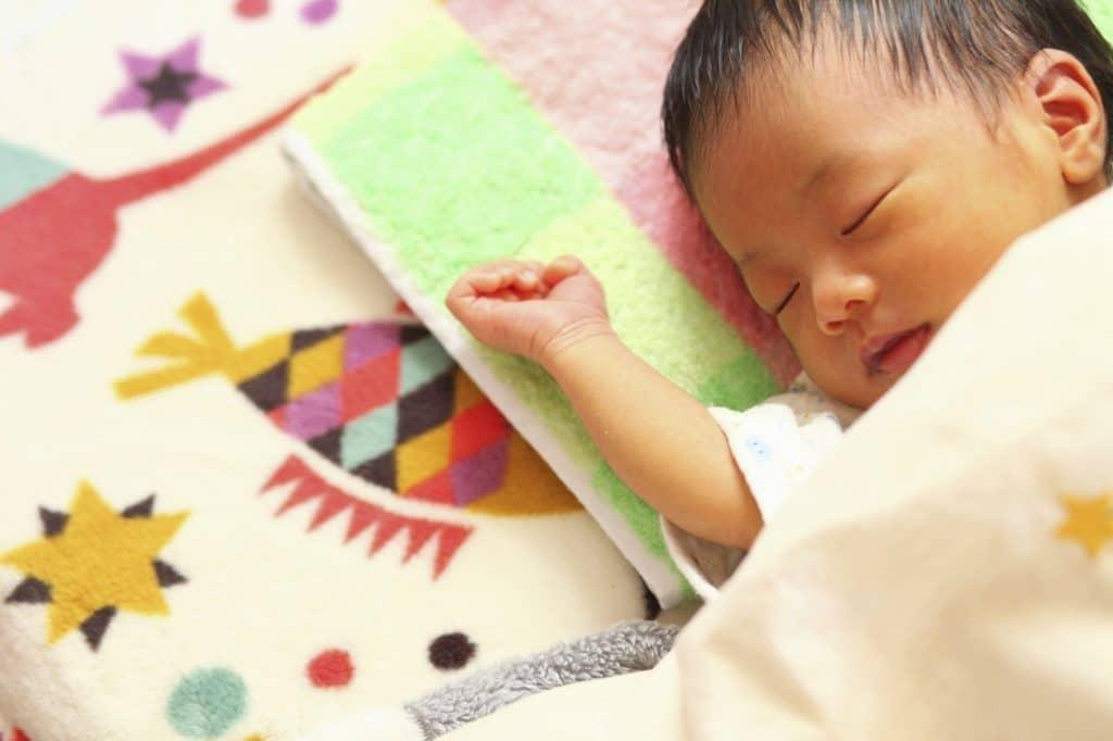 子供の寝かしつけに効果的な入眠グッズは?