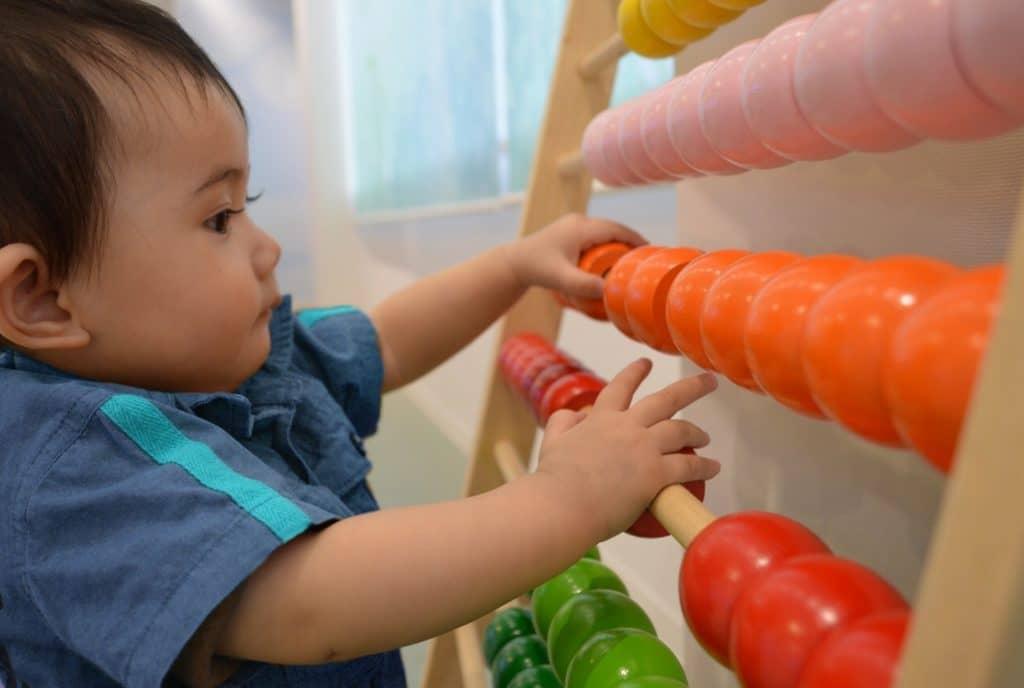 2歳~3歳:指先を使って遊ぶ