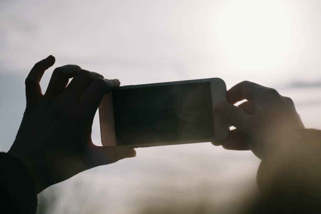スマホ動画の基礎知識4:順光、逆光、どちらで撮影する方がいい