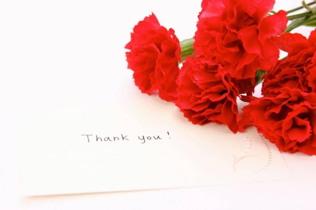 母の日って何? 花を贈る習慣はいつ、どこで生まれた習慣?