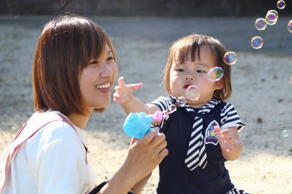 保育補助でも保育士と同じように子供のお世話をすることが多い