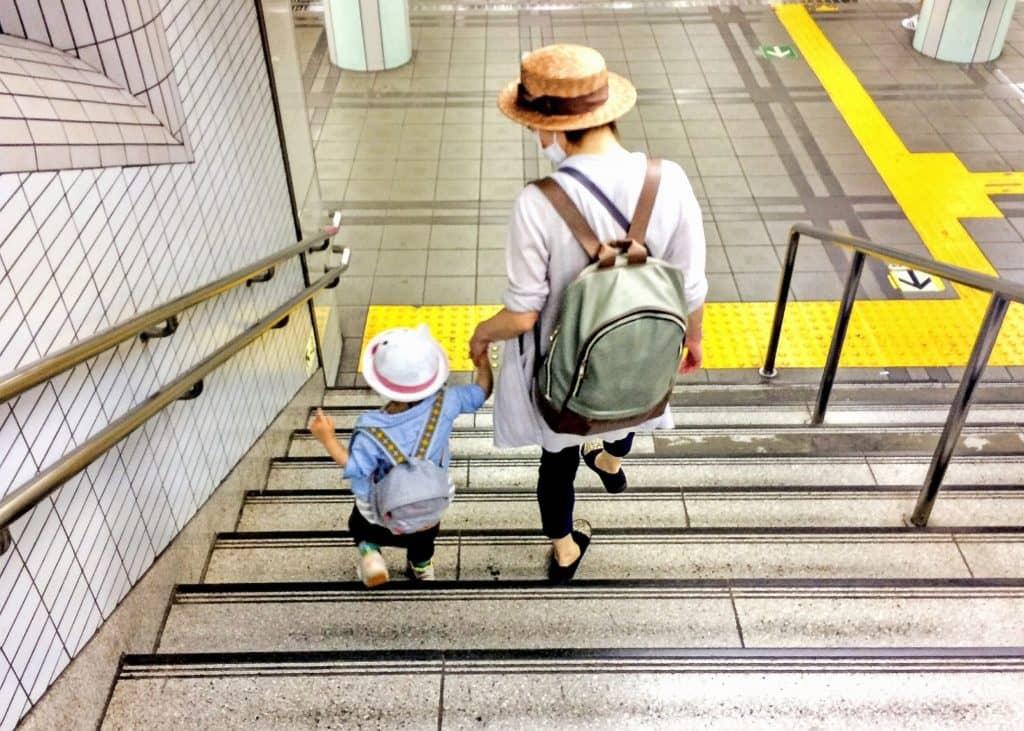 まとめ:公立か私立よりも自宅からの距離や保育時間で決めるママが多い