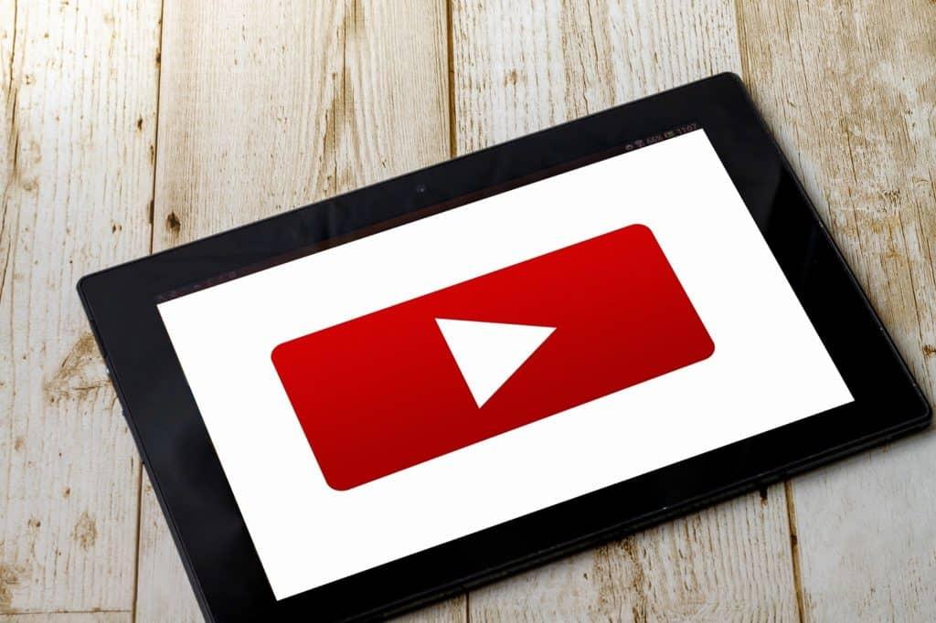 YouTubeの絵本読み聞かせ、オルゴール動画もおすすめ