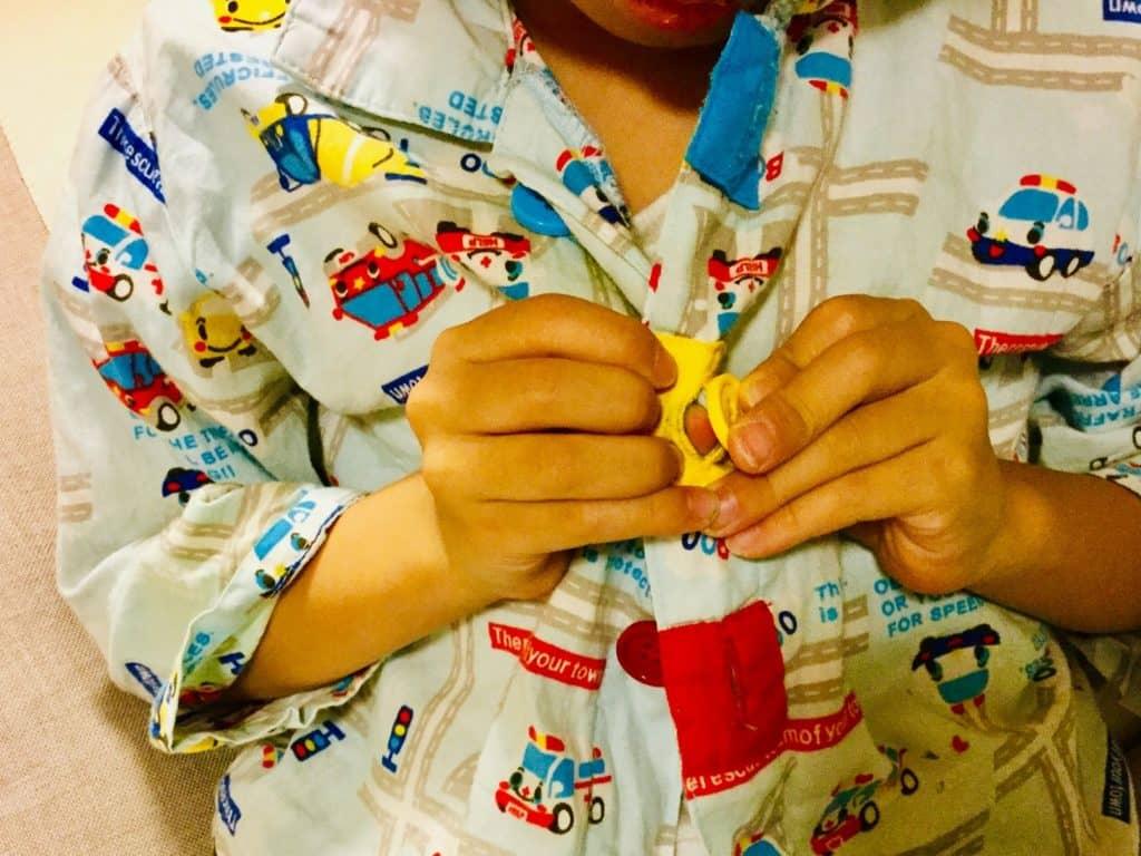 おすすめの入眠グッズ:通気性や保湿性に優れたおくるみ、パジャマ