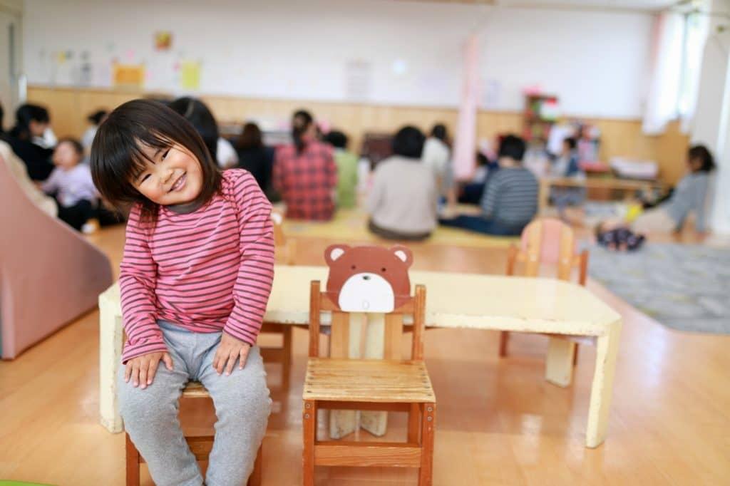 保育園によっては保育補助の職員が保育士のサポートに入ることもある