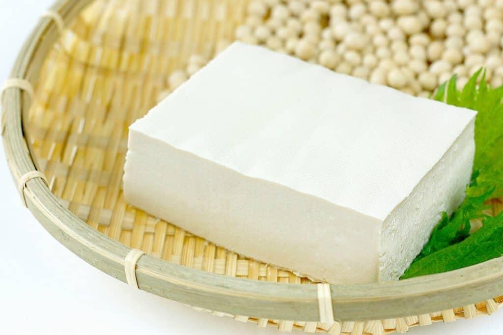 離乳食は舌で潰せる「豆腐」くらいの固さに調理する