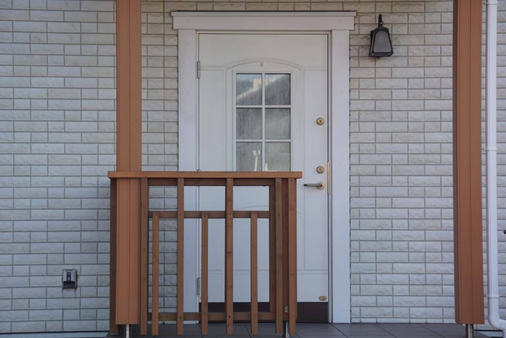 ベビーゲートの設置場所3:ベランダや玄関