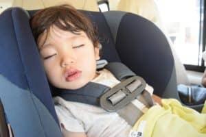 チャイルドシートの着用義務は何歳から何歳まで? 大人用シートベルトはいつから使えるの?