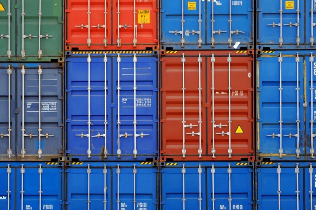 日本の食料自給率の低さ、食品の海外輸入への依存