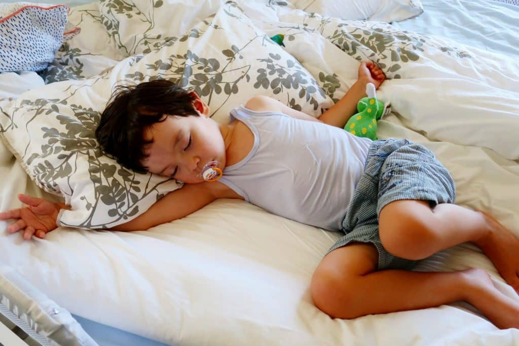 おねしょ対策3:早寝早起きで睡眠の質を高める