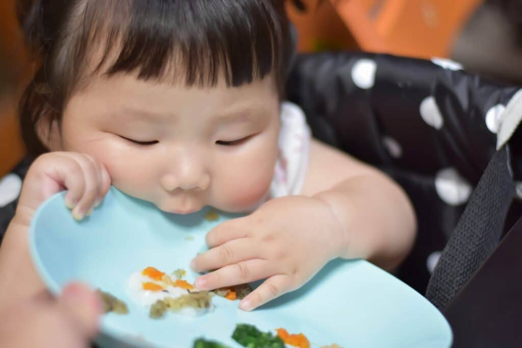 離乳食用の食器は何歳まで使う?