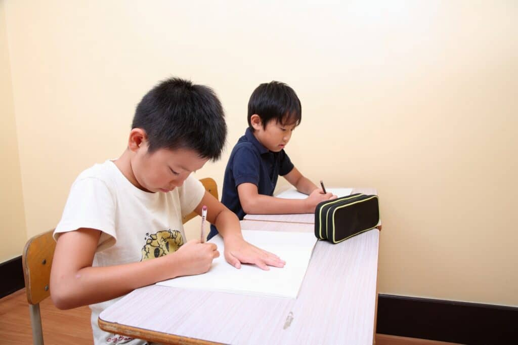 子供を塾に通わせた場合、月謝はいくら? 小学校、中学、高校別に紹介