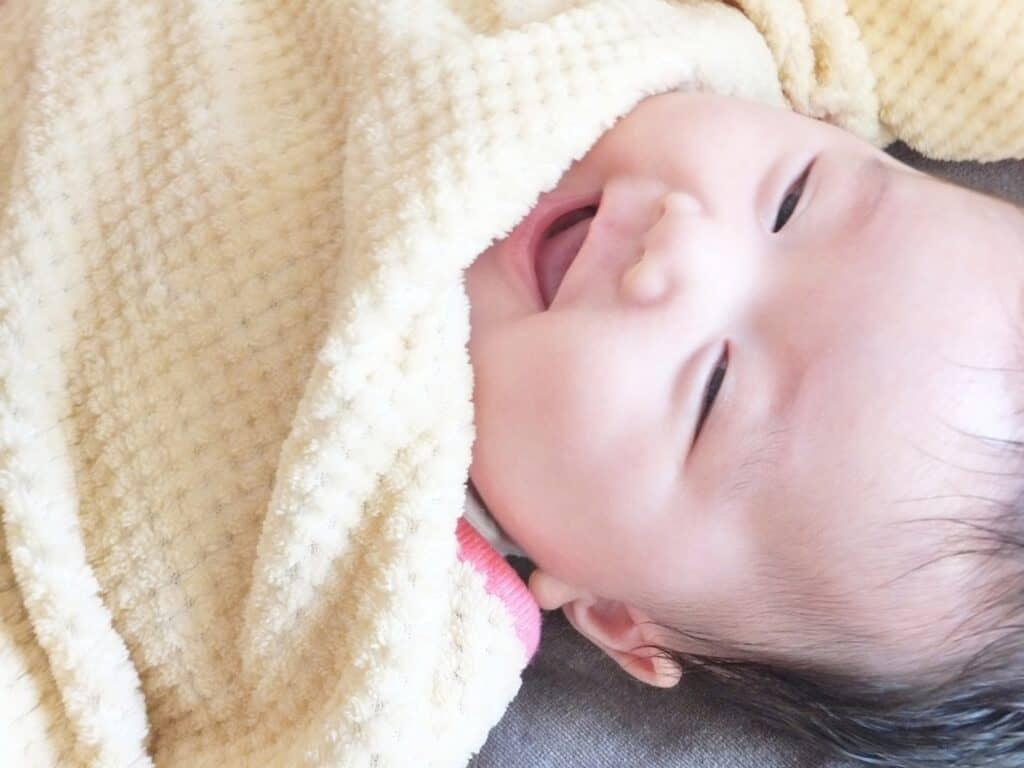 おくるみの選び方1:季節や赤ちゃんの肌にあった素材を選ぶ