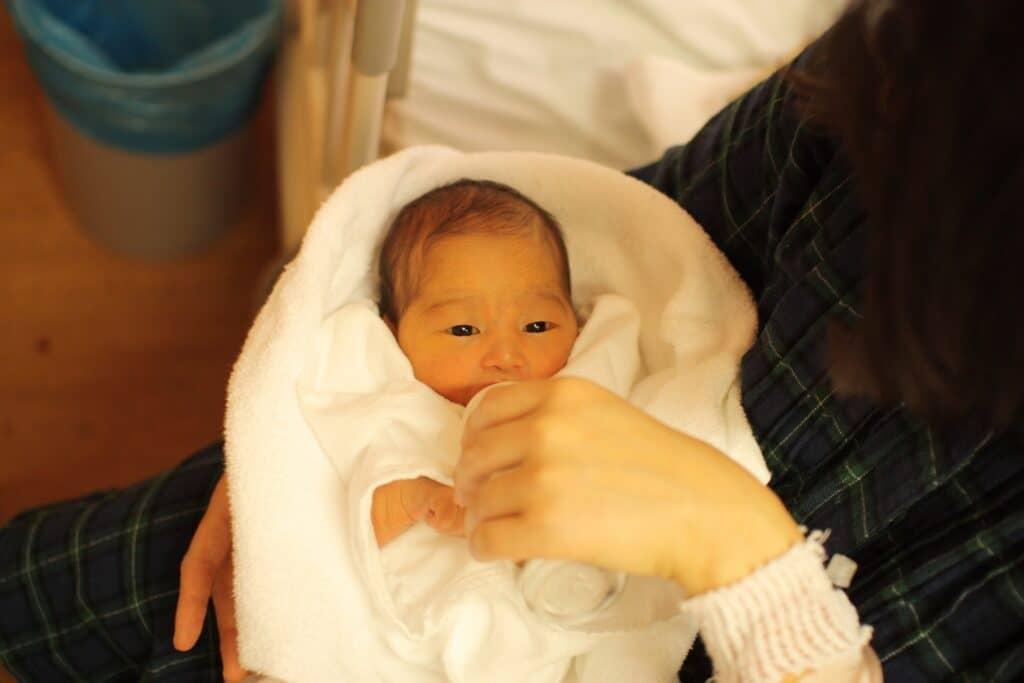 おくるみのメリット3:赤ちゃんの体温調整を助ける