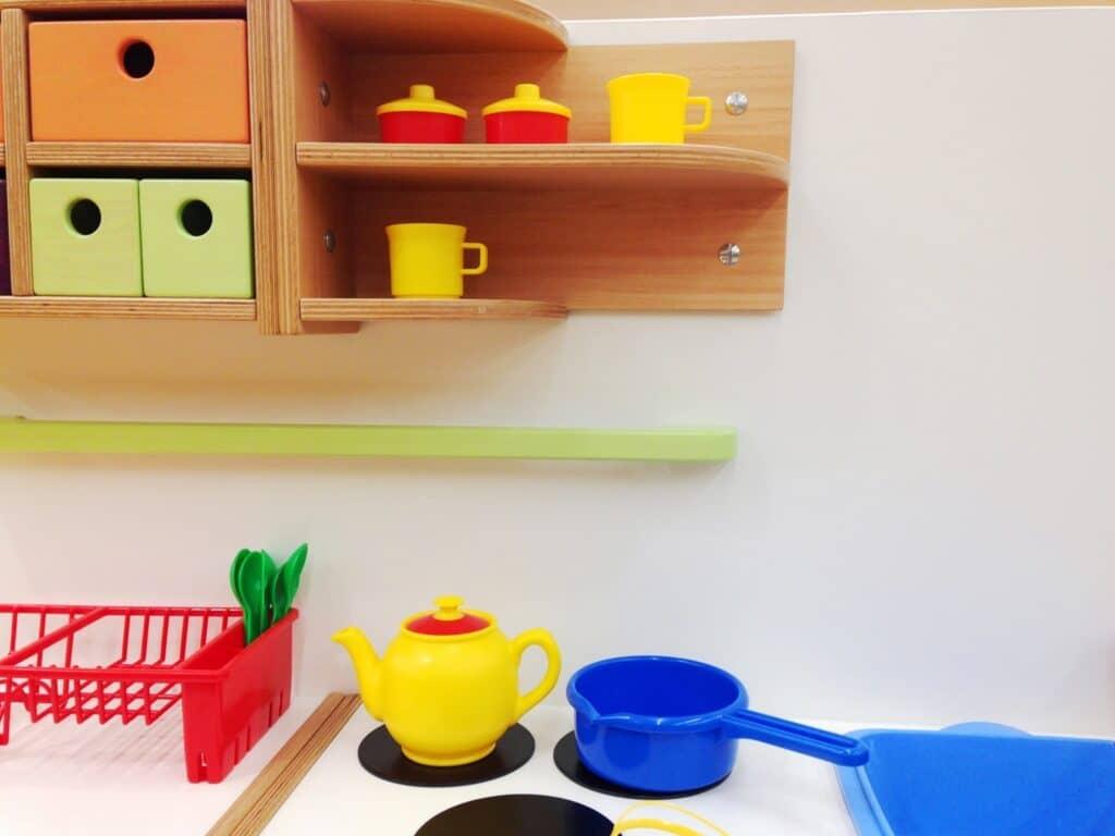 ままごとキッチン選びのポイント1:素材の違いで選ぶ