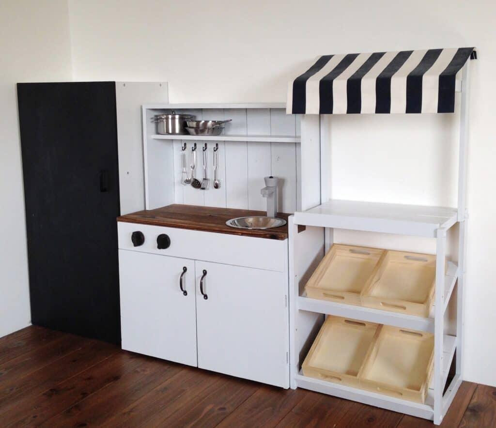 ままごとキッチン選びのポイント3:収納があると便利
