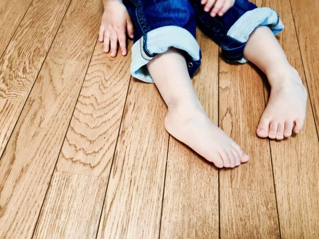 赤ちゃんに靴下を履かせない