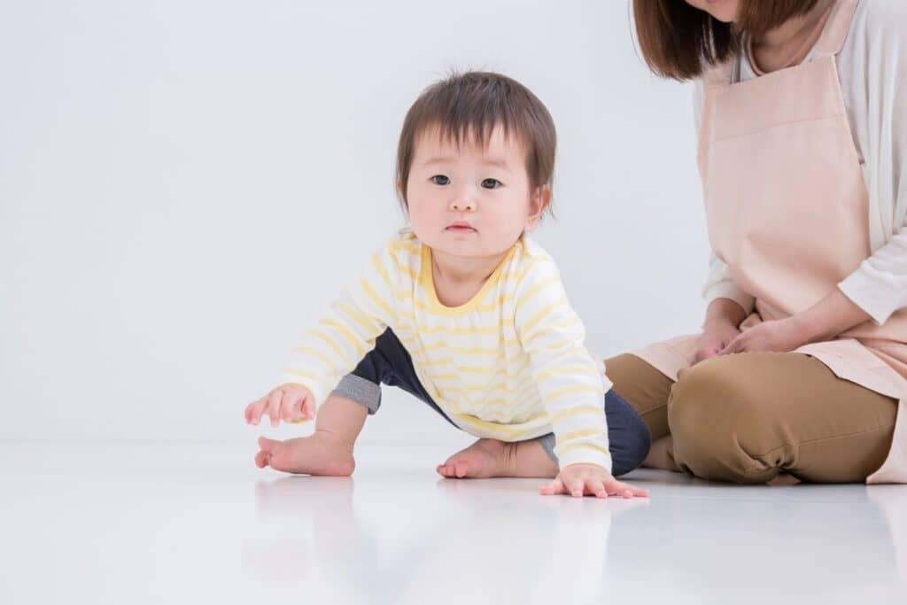 赤ちゃんが歩きはじめる前兆は?