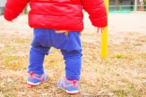 赤ちゃんが歩きはじめるのはいつから? 歩く練習は本当に必要なの?