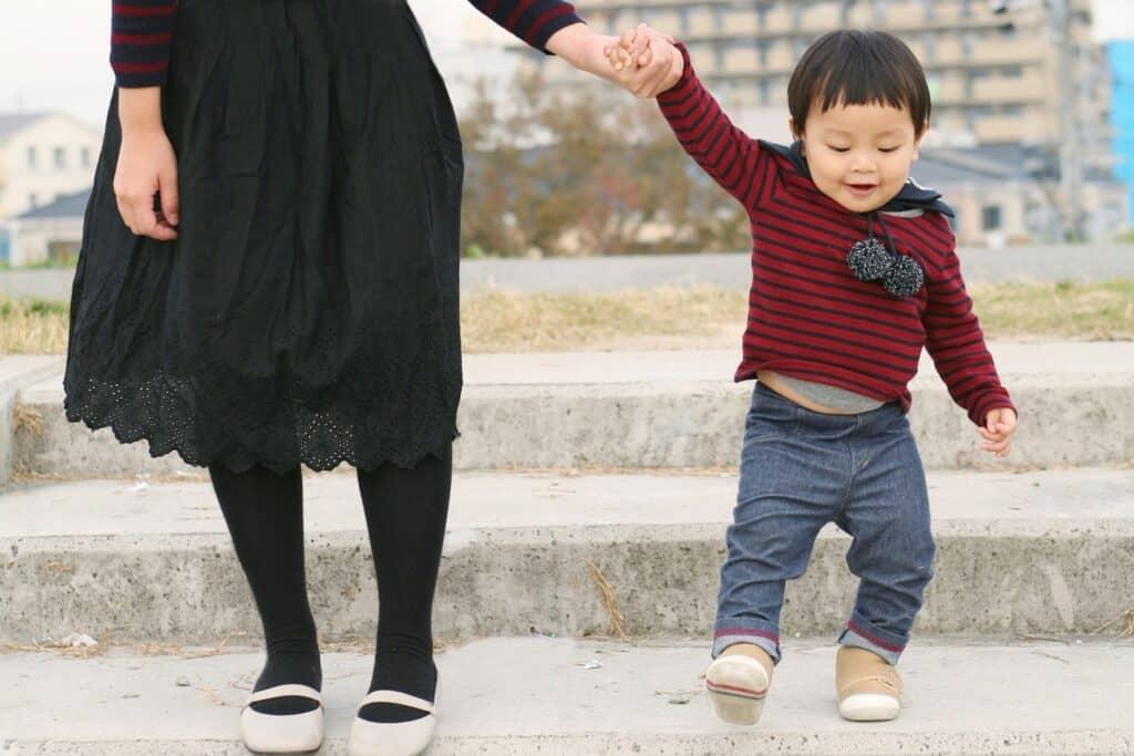 赤ちゃんが歩き始める時期はいつ?