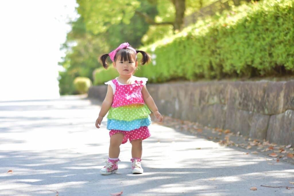 赤ちゃんが歩き始める時期や前兆