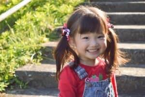 2歳児の成長や発達! イヤイヤ期やトイレトレーニングの付き合い方、おすすめの遊びを紹介