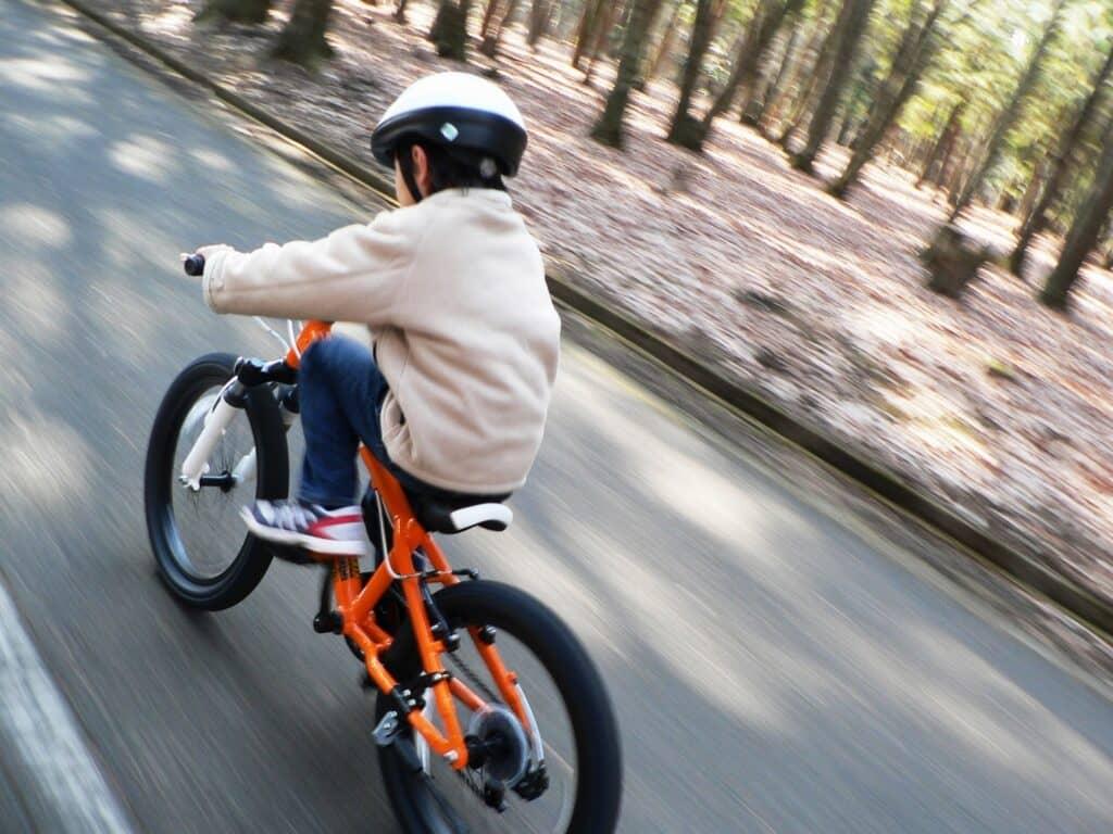 子供を守る! 自転車に乗るなら「交通災害共済」と「損害賠償保障」