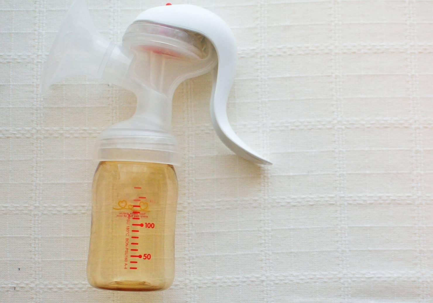 母乳の搾乳方法は? 冷蔵、冷凍での保存期間は? 搾乳器のおすすめは? 手動、電動?