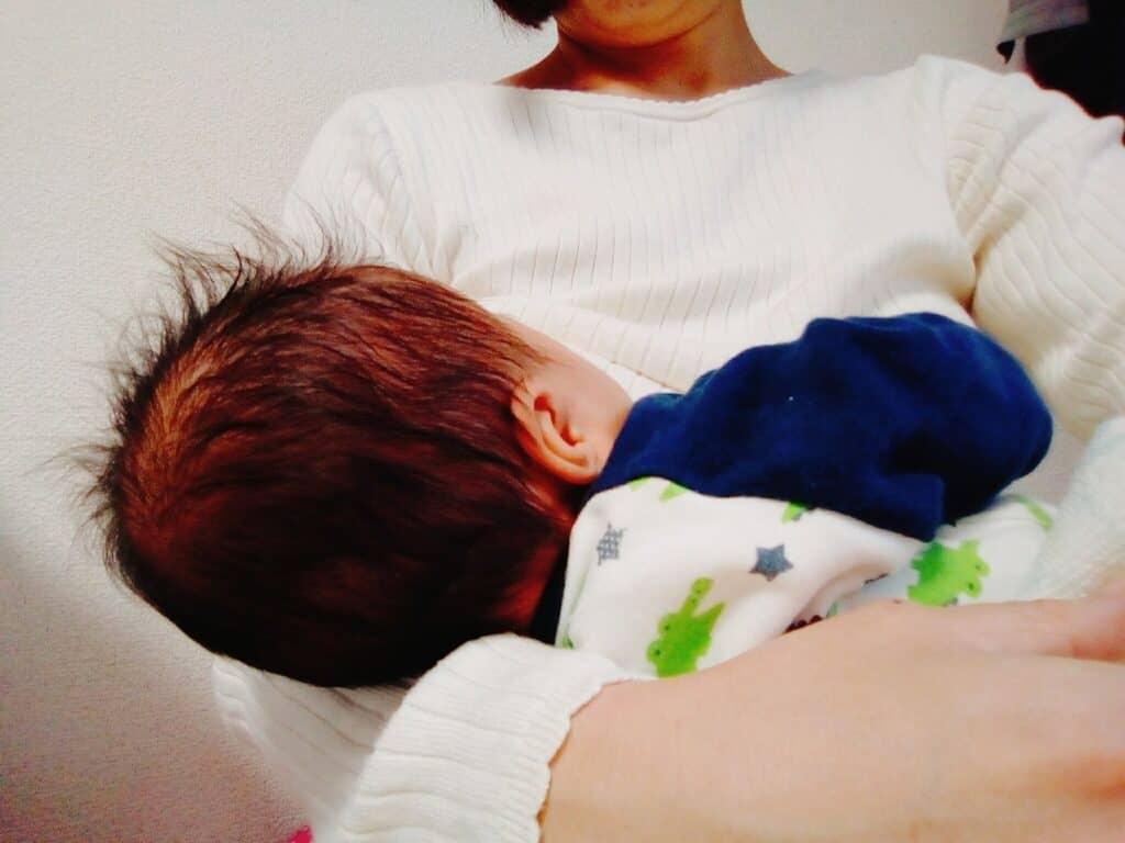 母乳育児がつらいときの対処法!授乳間隔を伸ばすには