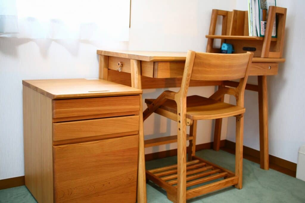 学習椅子は何歳から用意する?