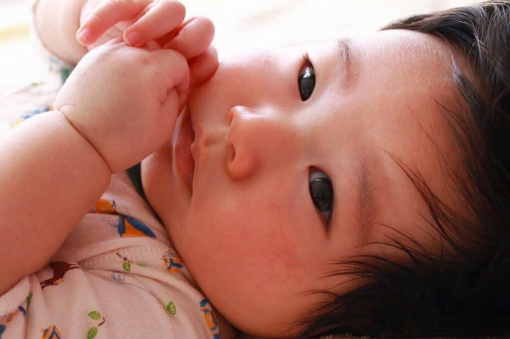 赤ちゃんのげっぷはいつまで必要?