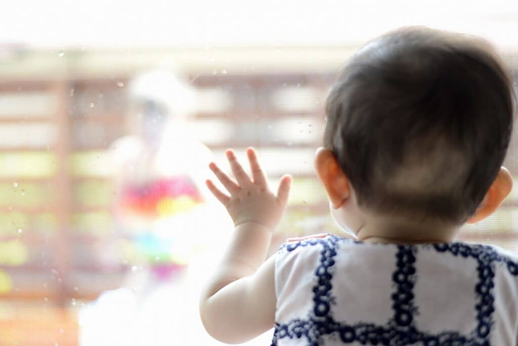 赤ちゃんに微熱がある時の過ごし方は?