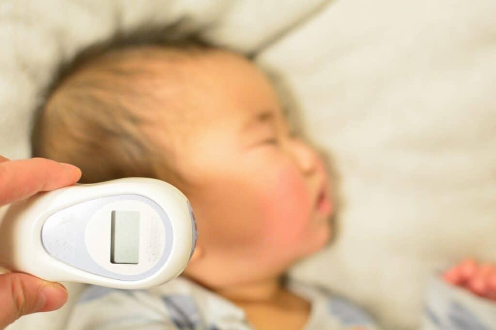 新生児の体温の測り方