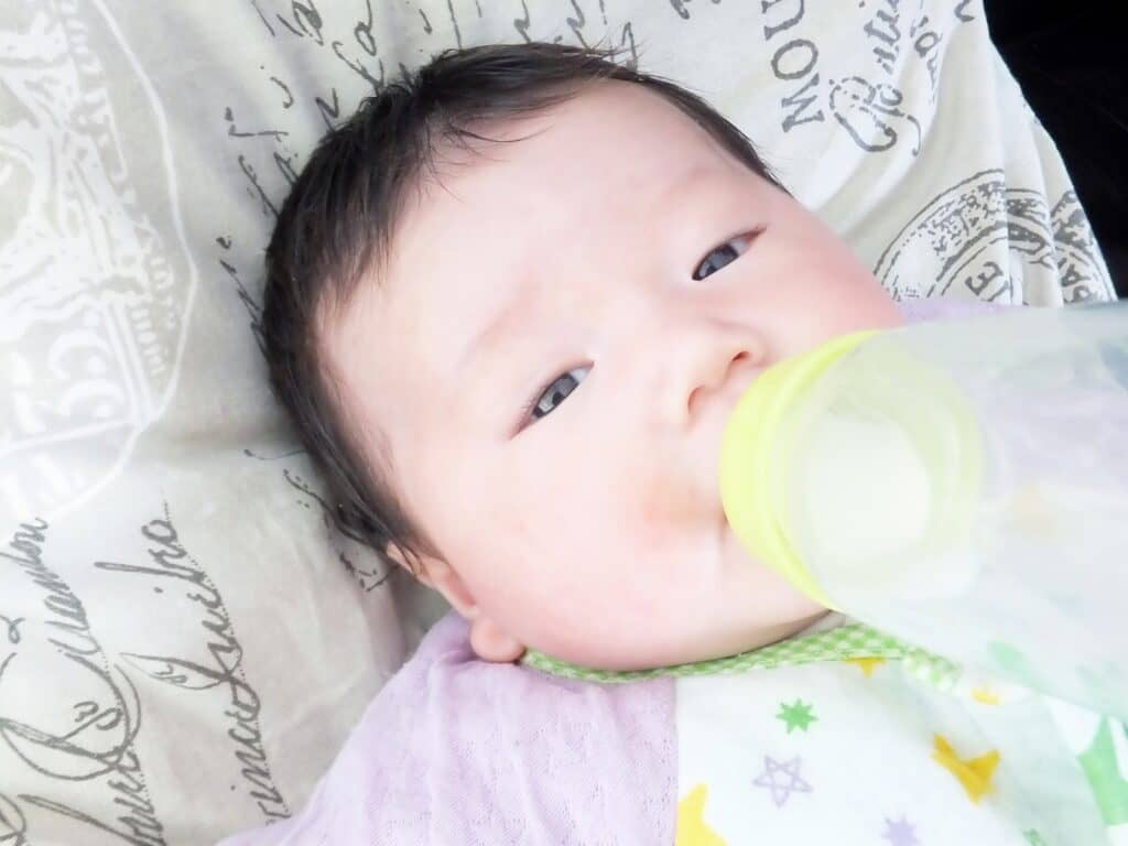 母乳やミルクが足りているかはどう判断すればいいの?