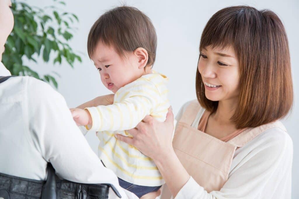 人見知りの激しい赤ちゃん、預けるのはダメ?