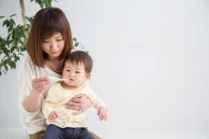赤ちゃんの体温が高いけど大丈夫? 平熱と発熱の目安