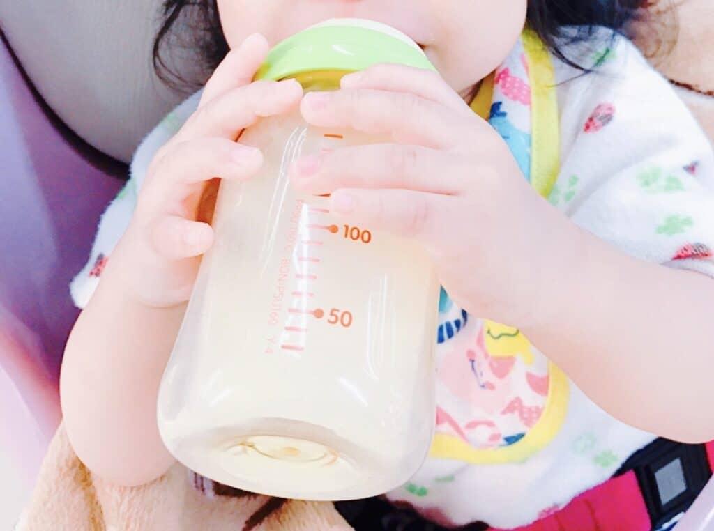 0~4ヶ月の赤ちゃん、夏場の水分補給は母乳やミルクで十分