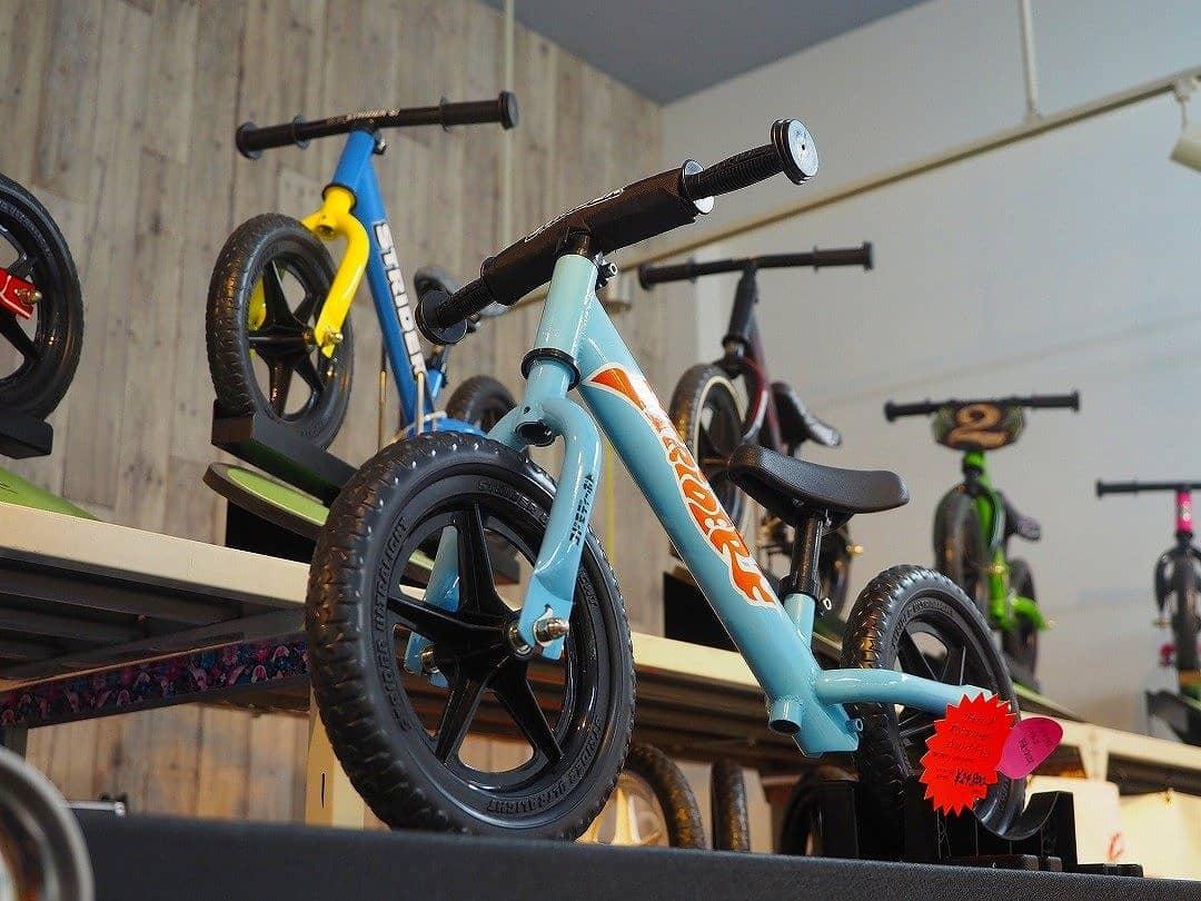 子供にストライダーがおすすめな理由とは? 何歳から何歳まで乗れるの? 自転車としても使える?