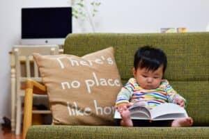 0歳の赤ちゃんが喜ぶおすすめ絵本 定番から知育にぴったりなしかけ絵本まで