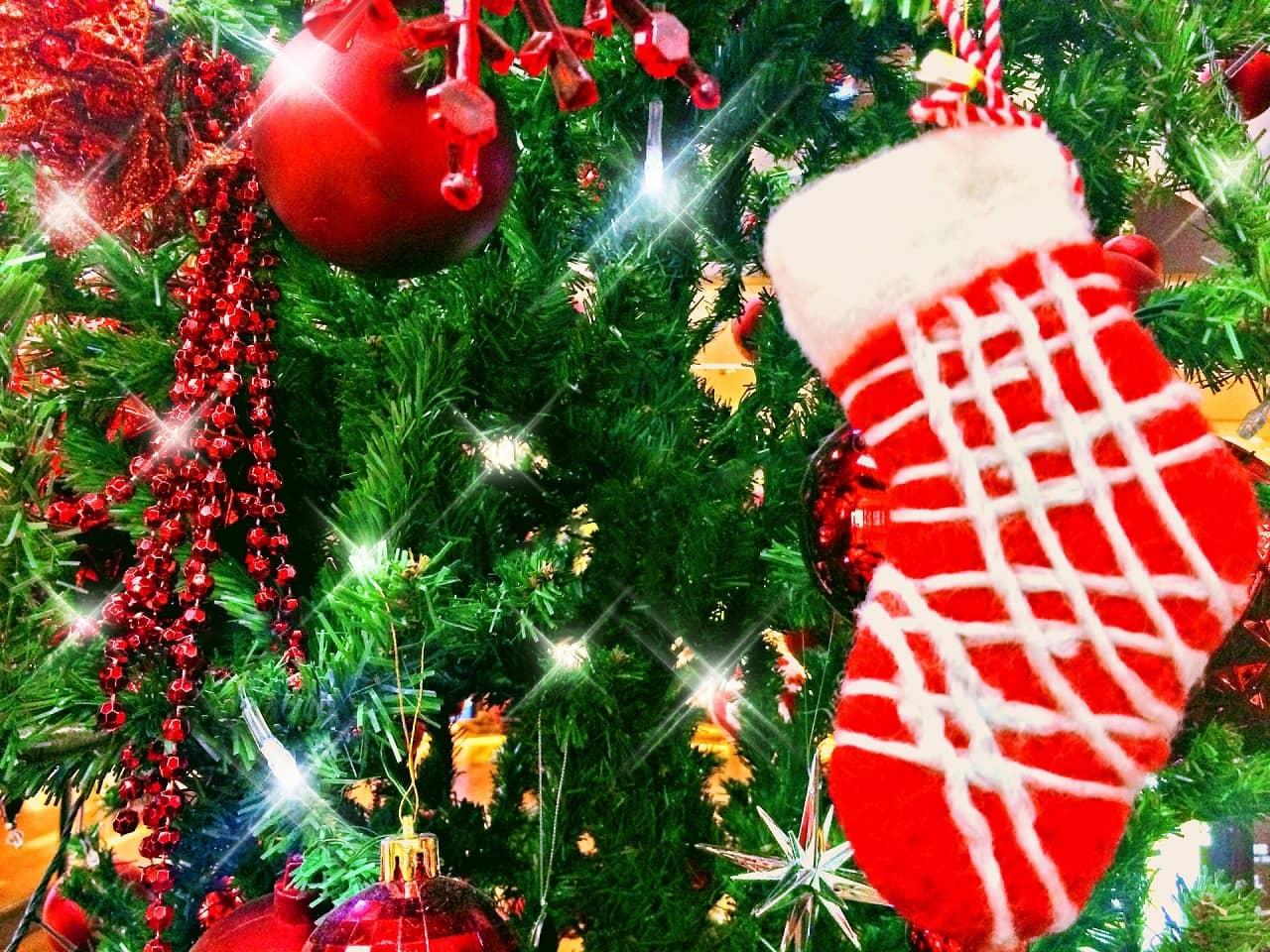 クリスマスプレゼントを靴下に入れるのはなぜ? 手作り方法とおすすめ5選