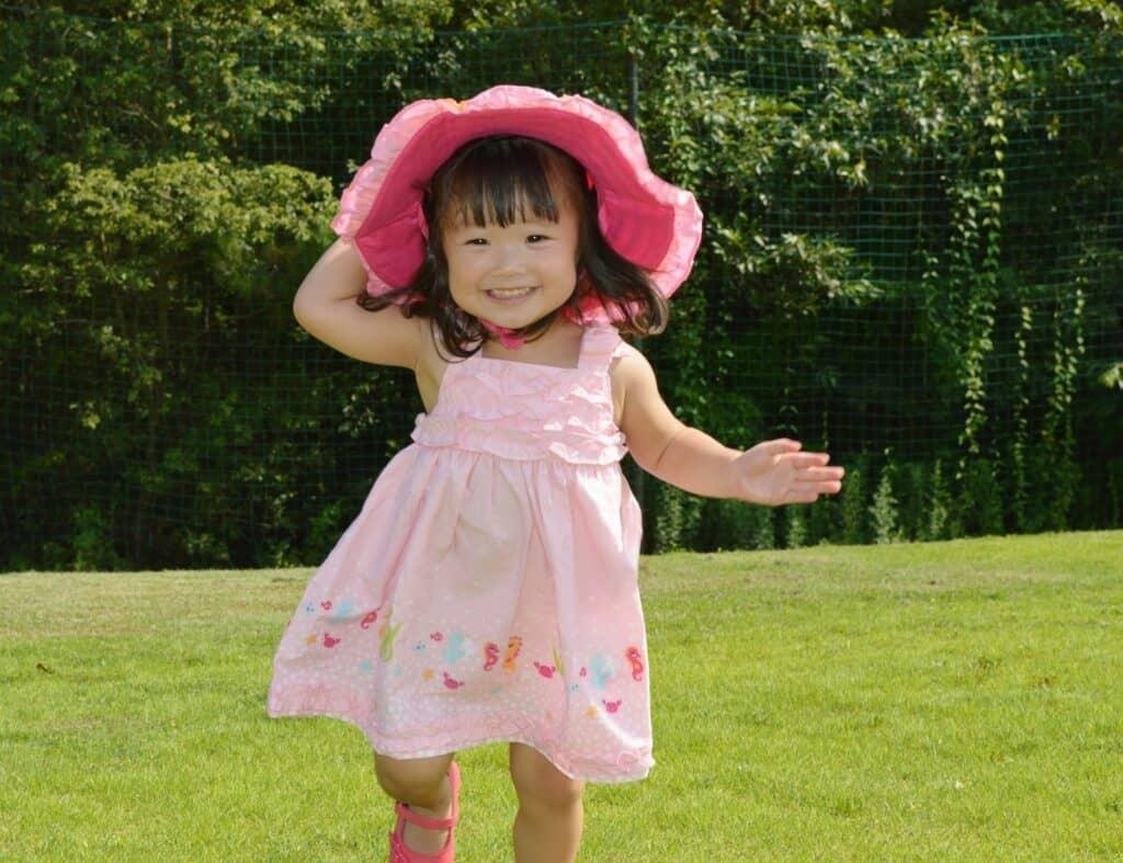 女の子の子供服はワンピースのバリエーションも考えておきたい