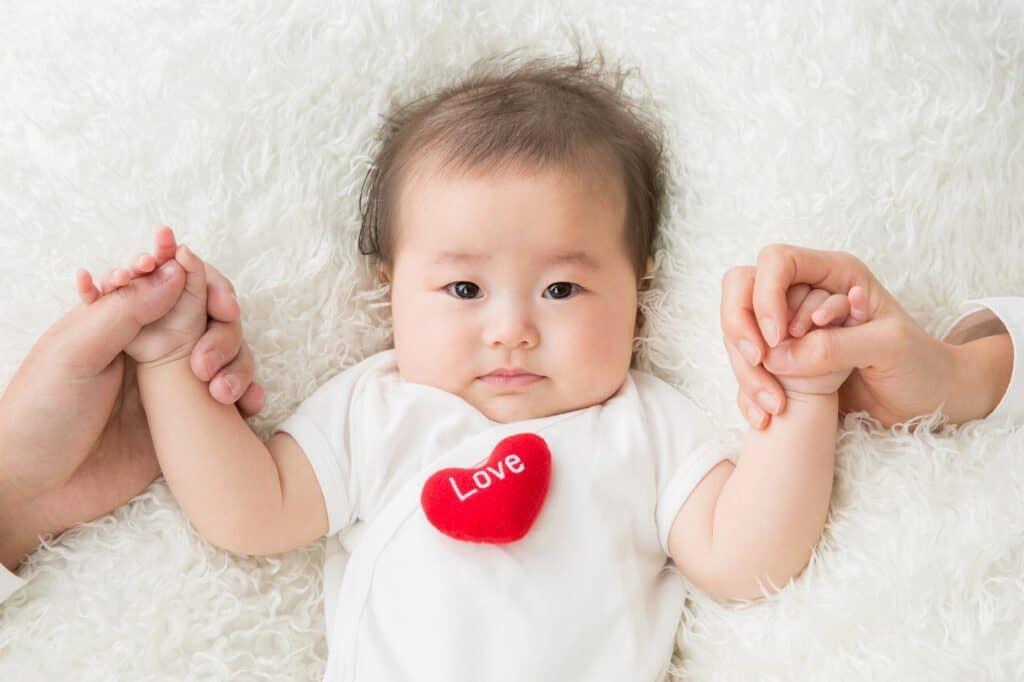 赤ちゃんのしゃっくりはほっとく? 止めるべき?