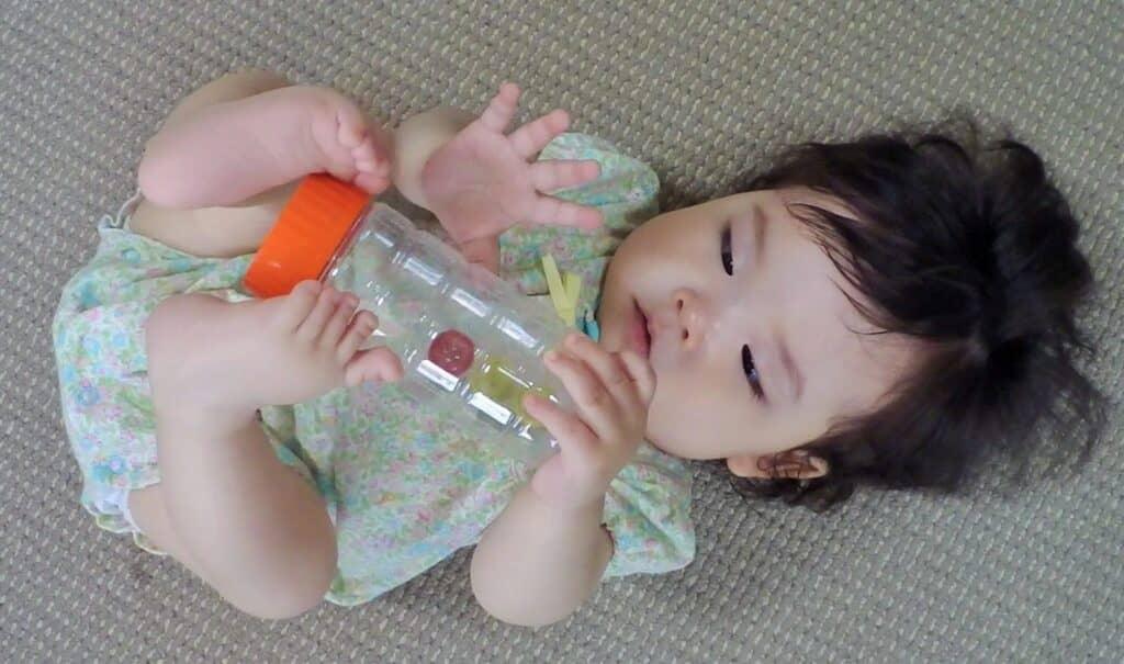 子供の視覚や聴覚に働きかけるプレゼント