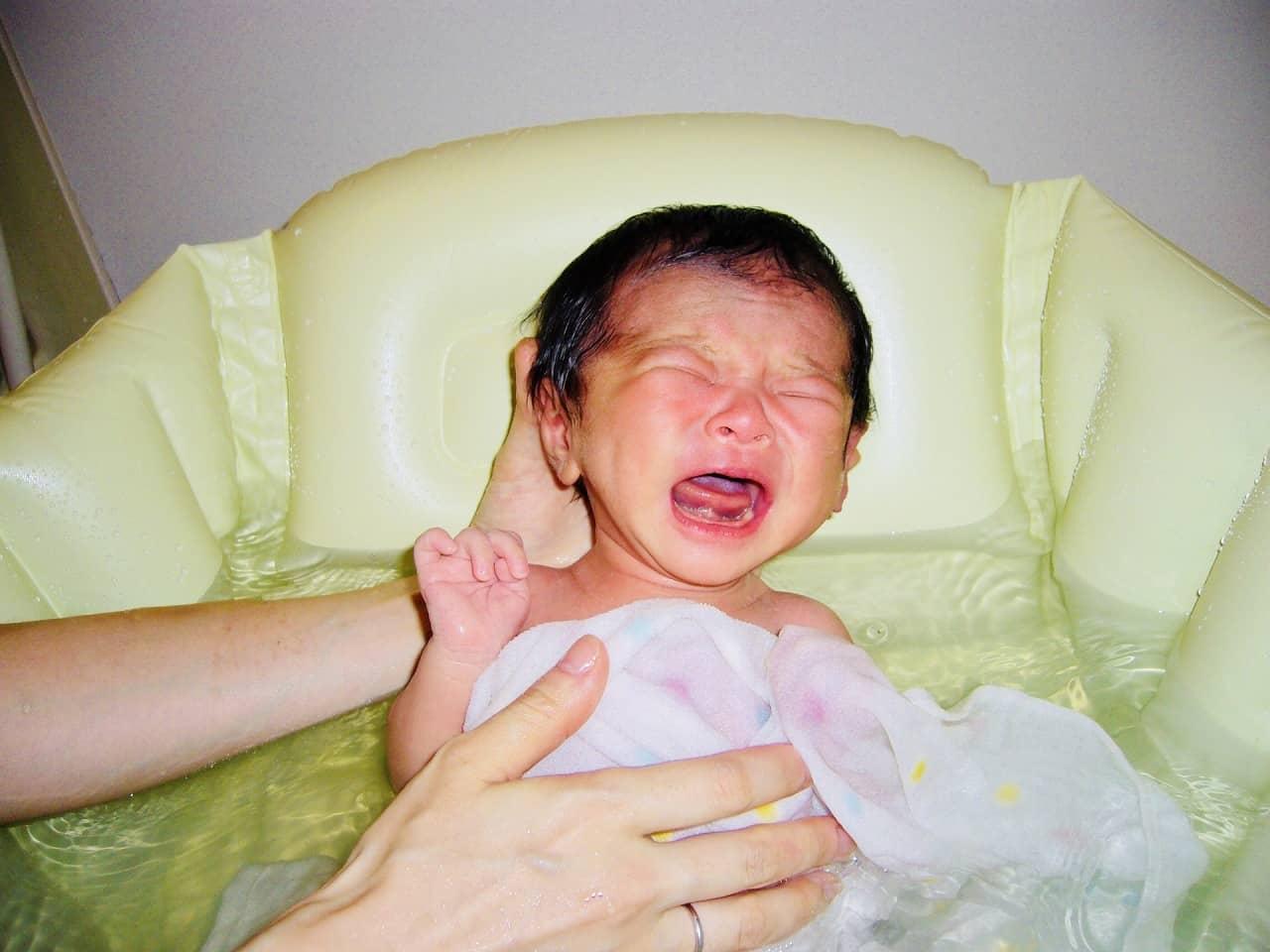 赤ちゃんのお風呂はいつから? ワンオペで赤ちゃんとお風呂に入る時のコツ!
