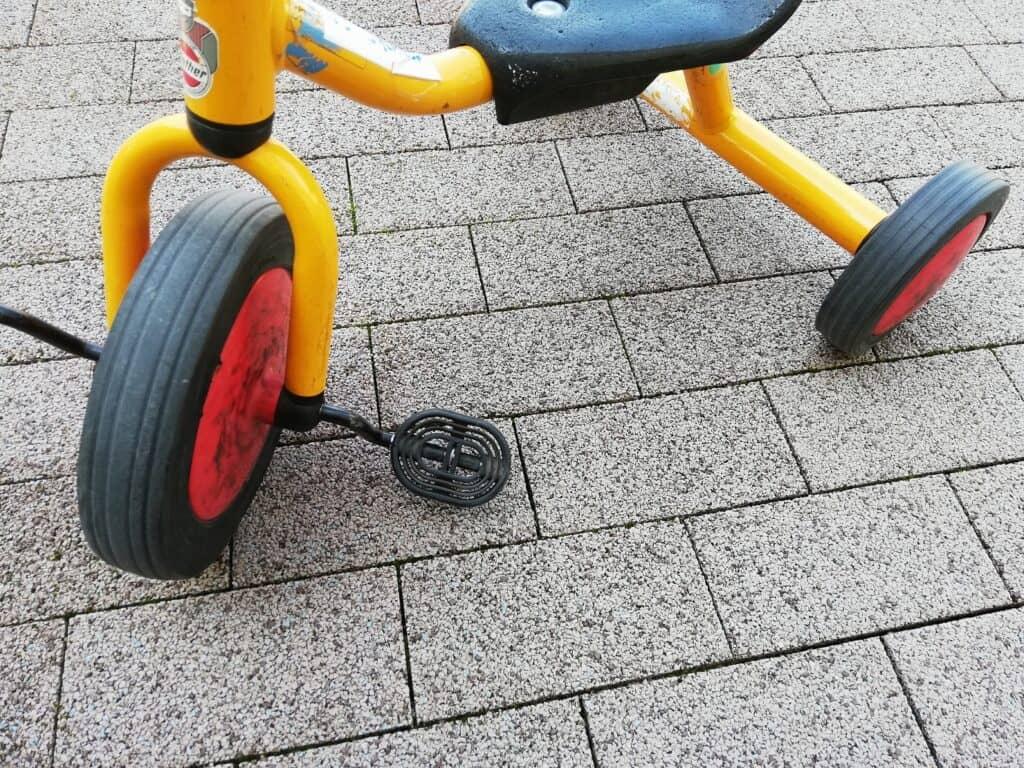 ストライダーと三輪車、どっちに乗せるのがよい?