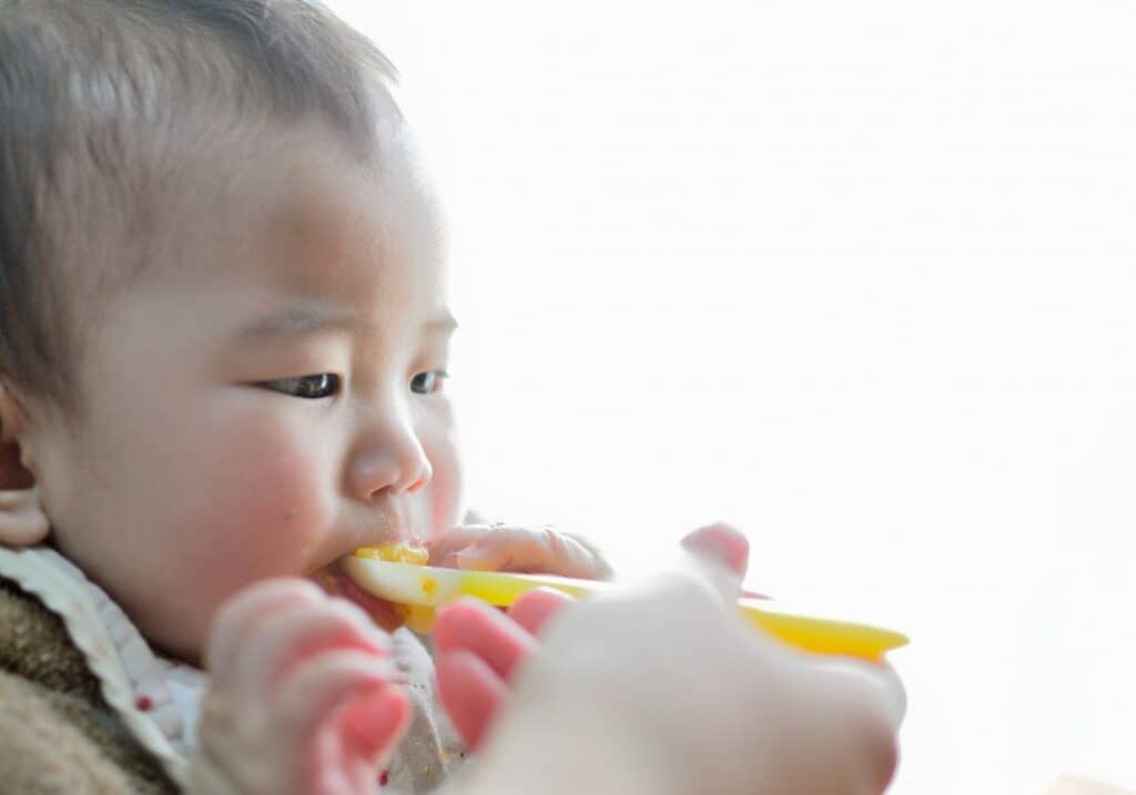 離乳食スプーンの素材1:シリコン