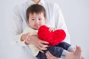 2歳児の言葉の発達目安 専門家に相談した方が良いのはどの程度から?