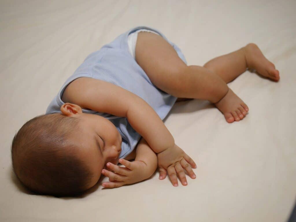 赤ちゃんのげっぷが出ない時の対処法は?